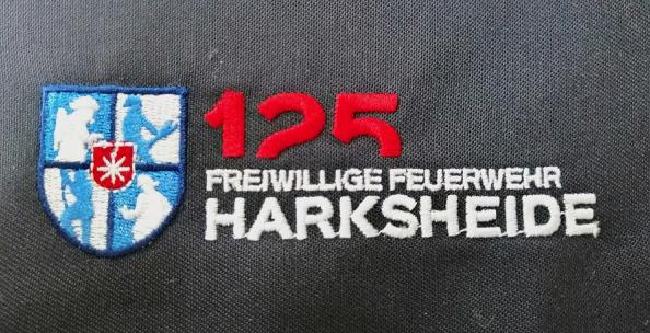 Kuki Design Freiwillige Feuerwehr Norderstedt Harksheide Logogestaltung 125 Jahre Jubiläum, Ansicht gesticktes Logo